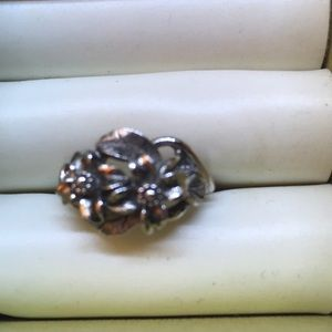 Jewelry - Silvertone Flower Ring 6 1/2